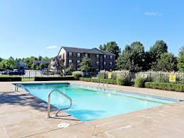 fayetteville ar apartment photos videos plans south creekside sparkling swimming pool at south creekside apartments in fayetteville ar