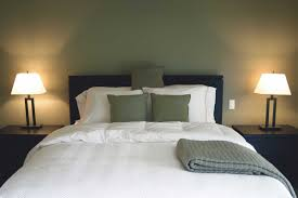 How To Decorate A Guest Bedroom 11 Tips For Hosting Overnight Guests In Your Home Reader U0027s