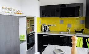cuisine jaune citron décoration cuisine jaune et grise 33 metz avis cuisine jaune