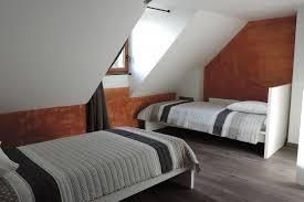 chambre n 3 avec 2 lits simples et salle d eau privative 1er etage