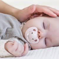 mama dormida mientras que su hijo se la coge pesadillas y terrores nocturnos en el sueño de niños y bebés