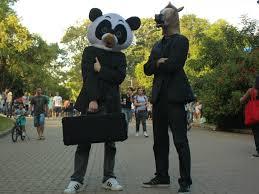 Panda Meme Mascara - g1 dupla faz shows em ruas de sp com m磧scaras de cavalo e panda