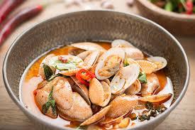 cuisine thaï pour débutants palourdes à la pâte chili ail et basilic thaï chef jevto bond