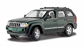 green jeep grand cherokee amazon com maisto 1 18th scale 2005 jeep grand cherokee green