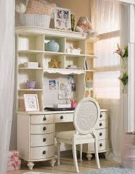 cute and casual vintage white bedroom set and furniture by