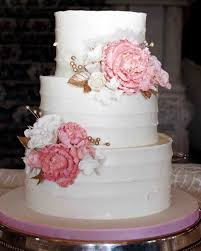 learn to decorate cakes at home a sweet guide to choosing a frosting for your wedding cake