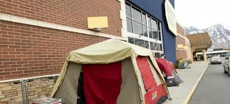 bestbuy thanksgiving hours black friday shoppers to spend thanksgiving in tents the daily