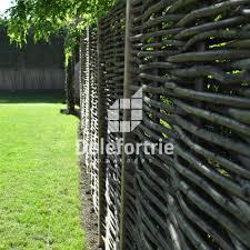 terrasses et jardin clôture en noisetier tressé brise vue de terrasse et jardin