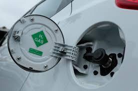 lexus es300h gas tank 2015 hyundai tucson fuel cell first drive motor trend