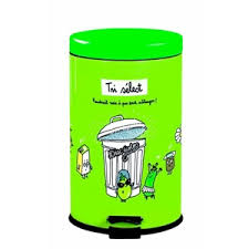 poubelle originale cuisine poubelle de cuisine tri select déco derrière la porte