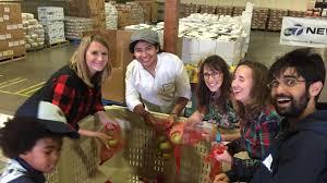 thanksgiving food bank volunteer give where you live 2014 abc7 thanksgiving food drive abc7news com