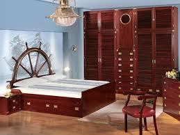 schlafzimmer im kolonialstil holz schrank mit maritimer deko fürs schlafzimmer im kolonialstil