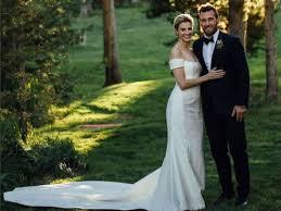 wedding dress captions erin shares wedding photos abc news