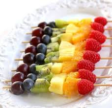 brochettes de fruits arc en ciel quel pique nique pour les