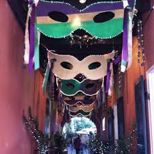 mardi gras decor for the hallway or walkway can be made from