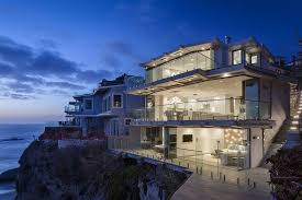 Veranda Mag Feat Views Of Jennifer Amp Marc S Home In Ca Jaw Dropping Glass House For Sale Laguna Beach Sea Glass Beauty