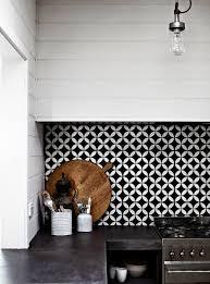 faience pour cuisine moderne vous cherchez des idées pour un carrelage noir et blanc on vous les