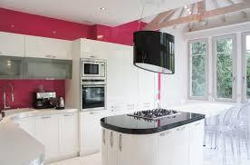 cuisine blanche mur framboise quelle couleur pour une cuisine blanche cuisine amenagee grise