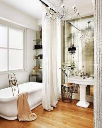 10 ideas for a more glamorous shower curtain