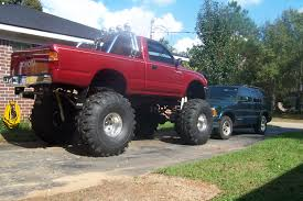 toyota tacoma jacked up jacked up toyota tacoma pictures to pin on pinterest thepinsta