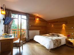 chambre d hotel pour 5 personnes situé dans un environnement de nature et de calme propice à la