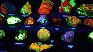 glow in the dark rocks fluorescent minerals display glow in the dark rocks youtube