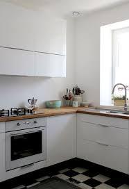 cuisine repeinte en blanc cuisine repeinte blanc rayonnage cantilever