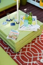 Pallets Patio Furniture by Diy Pallet Furniture A Patio Makeover
