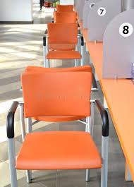 bureau collectif chaises oranges au sujet d un bureau collectif de service