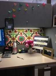 Wall Decor Ideas For Office Best 25 Cubicles Ideas On Pinterest Cubicle Ideas Work Cubicle