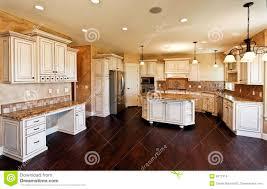 cuisine neuve diner la pièce neuve de cuisine énorme photo stock image du granit