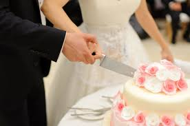 wedding cake disasters cement icing from 15 worst wedding cake disasters the daily meal