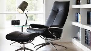 fauteuil stresless les fauteuils stressless retournent aux sources