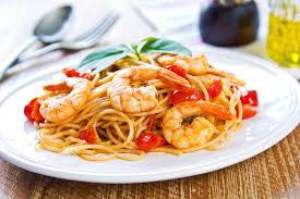 come cucinare code di gambero spaghetti con i gamberoni e pomodorini un primo piatto squisito