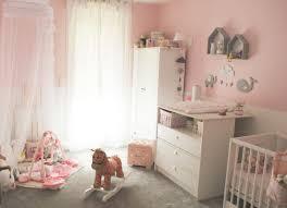 chambre a decorer décoration chambre de bébé tendances fille architecture armoire