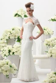robe de mari e pr s du corps une robe de mariée en dentelle près du corps