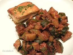 cuisiner des courgettes à la poele poêlée de courgettes aux lardons et à la sauce tomate recette