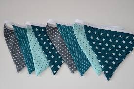 création déco chambre bébé guirlande 8 fanions en tissu tons bleu gris et blanc aw