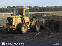 volvo l50 d wheel loader loading muck into bucket to load muck