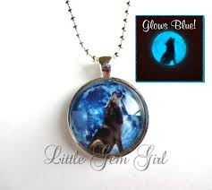 glow in the dark howling wolf blue moon necklace silver