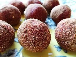 raw red velvet cake bites 5 ingredients vegan paleo glutenfree