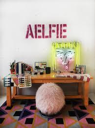 harry potter desk decor aelfie oudghiri of aelfie on her desk décor 2018