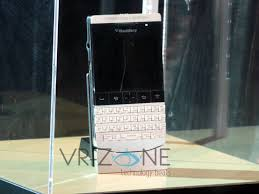 porsche design unveils p u00279981 smartphone from blackberry in singapore