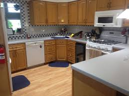 what color quartz goes with maple cabinets what color countertop granite quartz with my maple cabinets