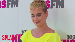 katy perry u0027s short hair led to her 360 degree liberation splash