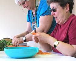 cours de cuisine à deux cuisiner vivre à domicile services et aides techniques ligue