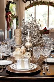 Silver And White Christmas Decorations 44 Refined Gold And White Christmas Décor Ideas Digsdigs