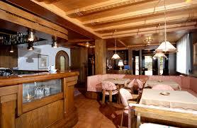 cucina e sala da pranzo sala da pranzo e cucina curata bar e soggiorno hotel garden