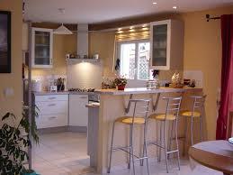 ilot central dans cuisine cuisine avec ilot central et coin repas 14 installer un coin