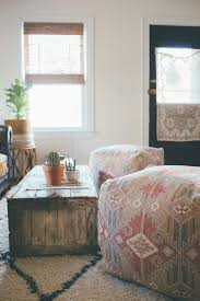 the perfect casual seating solution for small space decorating